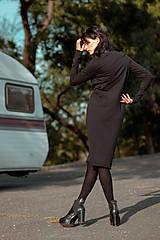 Šaty - FNDLK úpletové šaty 429 RuVdL midi - 11157050_