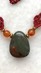 Náhrdelníky - Červený makramé náhrdelník s jaspisom - 11160127_