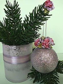 Dekorácie - Vianočná guľa s kvietkami I (šedými) - 11157296_