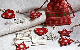 Dekorácie - Drevené vianočné ozdoby. Biele a červené. - 11158568_