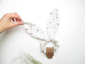 Ozdoby do vlasov - Scrunchie gumička s uškami (Biela s fŕkancami) - 11160066_