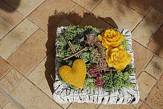 Dekorácie - Dušičková dekorácia s kvetinkami z včelieho vosku - Bielošedý štvorec - 11157714_
