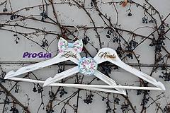 Nábytok - Svadobné vintage vešiačiky - ružovo modré - 11157542_