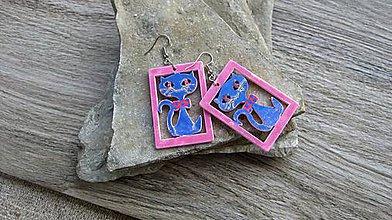 Náušnice - Veľké drevené maľované náušnice (Modré mačičky v ružovom, č. 2901) - 11159762_