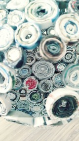 Nádoby - Váza, svietnik, zaujímavá obojstranná dekorácia... - zrecyklované časopisy - 11157495_