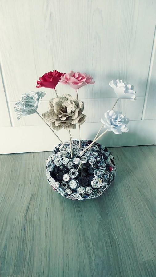Váza, svietnik, zaujímavá obojstranná dekorácia... - zrecyklované časopisy