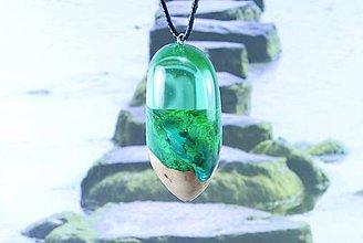 Náhrdelníky - Drevený náhrdelník - Rieka v lese - 11159138_