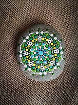 """Dekorácie - Maľovaný kameň """"Na zelenej lúke"""" - 11159975_"""