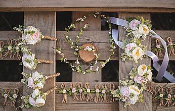 Pierka - Svadobný set (Pierka pre ženícha, otca a  družbov, brošňa pre svadoné mamy, náramky pre družičky a pletenec) - 11164266_