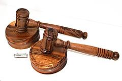 Drevené sudcovské kladivko