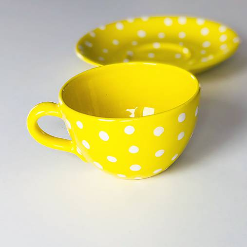 Žltá šálka na kávičku