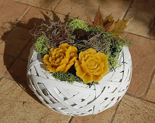 Dušičková dekorácia s kvetinkami z včelieho vosku