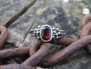 Prstene - Strieborny prsteň Ag 925 Granát - 11162637_