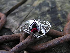 Prstene - Strieborny prsteň Ag 925 Granát - 11162655_