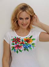 Tričká - Maľované kvety na tričku... - 11163322_