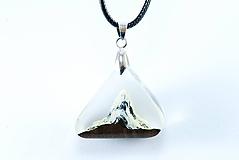 Náhrdelníky - Na vrchole štítu 2- Drevený náhrdelník - 11162763_