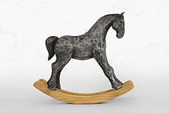 Hojdací koník - originálna cínová socha