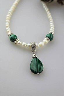 Náhrdelníky - perly a malachit náhrdelník - 11167233_