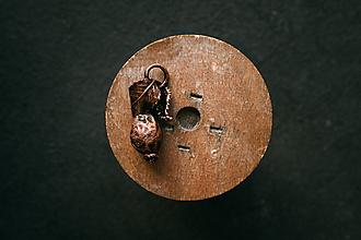 Náhrdelníky - Prívesok šípka s lístkami - 11167379_
