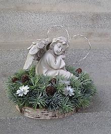 Dekorácie - Spomienková dekorácia s anjelom v čečinovom venčeku - 11169602_