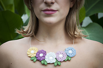 Náhrdelníky - Žiariaci náhrdelník - soutache náhrdelník - 11170973_