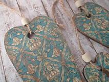 Dekorácie - Drevené závesné srdiečka - 11171972_