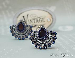 Náušnice - Visiace náušnice s brúseným skleneným kameňom Alexandra tmavomodré - 11172427_