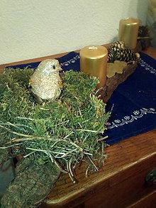 Svietidlá a sviečky - Karkulka na hniezde. (15 x 25 cm - Zlatá) - 11171106_