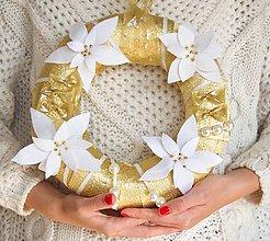Dekorácie - Vianočný veniec zlatý - 11172797_