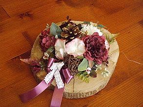 Dekorácie - Smútočná dekorácia so šiškou v bordovej farbe 32cm - 11170994_