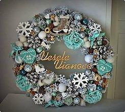 Dekorácie - Zasnežený vianočný veniec mentolový - 11176537_
