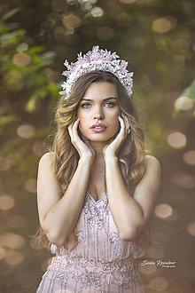 """Ozdoby do vlasov - Ružová čelenková korunka s čipkou """"Svadba v ružovom"""" (Biela) - 11177300_"""