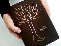 """Papiernictvo - Zápisník kožený s autorskou kresbou ,,strom""""A5 nubuk album tmavohnedá - 11174831_"""