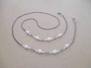 Iné šperky - Retiazka na okuliare - biele sklenené korálky - chirurgická oceľ - 11175822_
