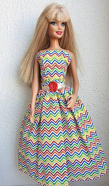 Hračky - Farebné midi šaty pre Barbie - 11176316_