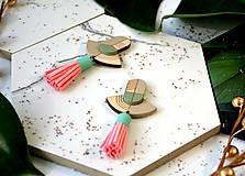 Náušnice - Drevené náušnice Žuvačkovky so strapcom - 11173441_