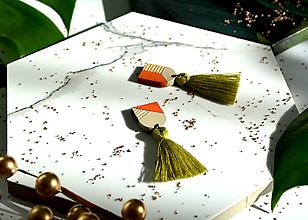 Náušnice - Drevené napichovačky s bavlneným strapcom - 11173450_