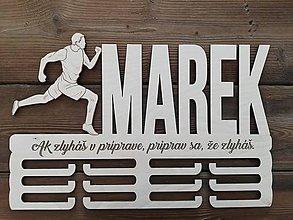 Dekorácie - Drevený vešiak na medaily_Bežec - 11181042_