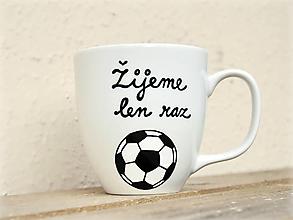 Nádoby - Maľovaný hrnček pre futbalistu - 11180111_