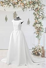 Svadobné šaty s dlhou vlečkou