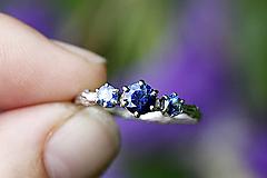 Prstene - Vetvičkový v bielom zlate sa zafíry - 11179739_