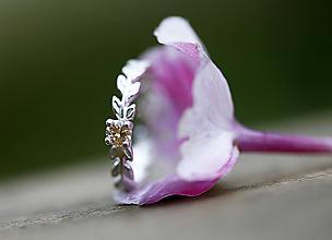 Prstene - Strieborný lístečkový sa zirkónom či iným kamienkom - 11179611_