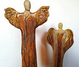 Dekorácie - Keramický anjel s dreveným stojanom - 11178362_