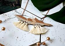 Náhrdelníky - Drevený náhrdelník Pierko I. - 11179205_