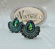 Náušnice - Visiace náušnice s brúseným skleneným kameňom Alexandra zelenomodré - 11179638_