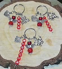Iné šperky - Vaše oblubene privesky alebo klucenky na kluče alebo tašku  anjeliky z koralok a privesok srdce  mena dátumy - 11185282_