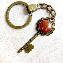 Kľúčenky - Sunstone Flower Key Keychain / Kľúčenka so slnečným kameňom syntetickým  - kľúč s kvetom - 11182309_