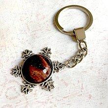 Kľúčenky - Red Tiger Eye Snowflake Keychain / Kľúčenka s červeným tigrím okom - snehová vločka - 11183275_