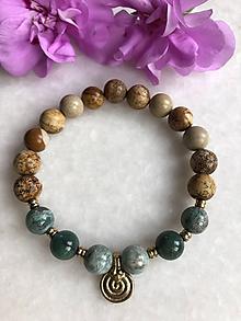 Náramky - Náramok z minerálov pieskový jaspis / dračí jadeit a špirálou z mosadze - 11183436_