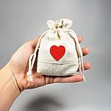 Úžitkový textil - Bavlnené vrecúško vyšívané srdiečka - 11181508_